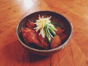 Itameni mit Hühnerflügel und Weiß Rettich
